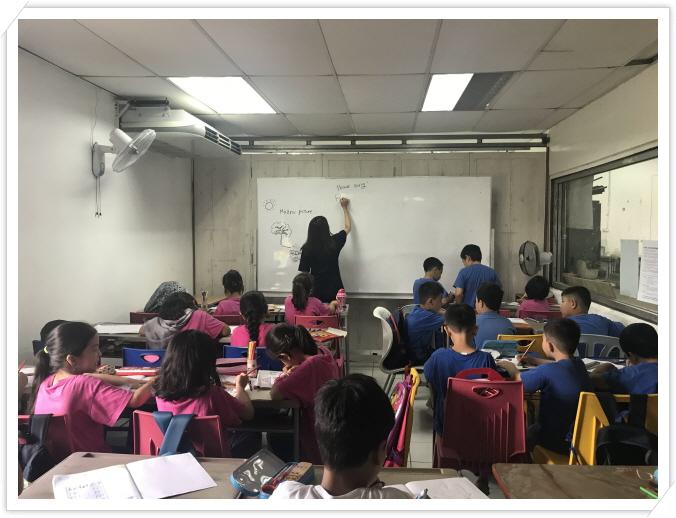 _힐라학교 아이들 수업 중.jpg