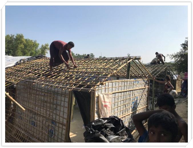 _3 nayapara refugee camp 나야빠라 난민캠프에서 집을 만드는 모습.JPG