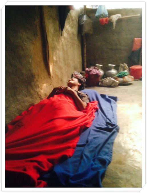 _히스모따라 집에 누워있는 모즈누.jpg