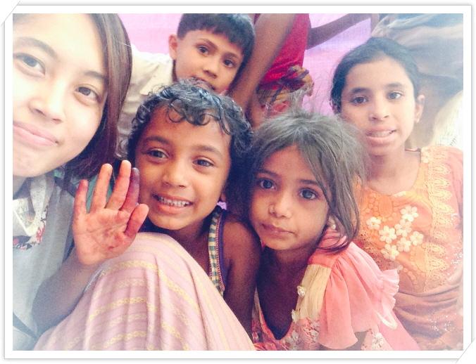 _2. 쿠투팔롱 학교에서 아이들과.JPG