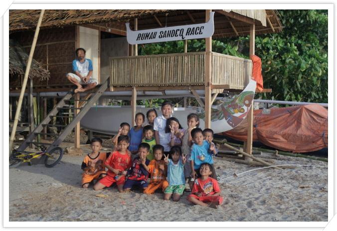꾸미기_13R 20150208 17 루마산덱 건축후 아이들과.jpg