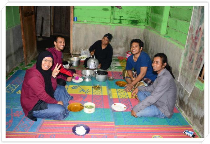 꾸미기_마을분들과 식사.jpg