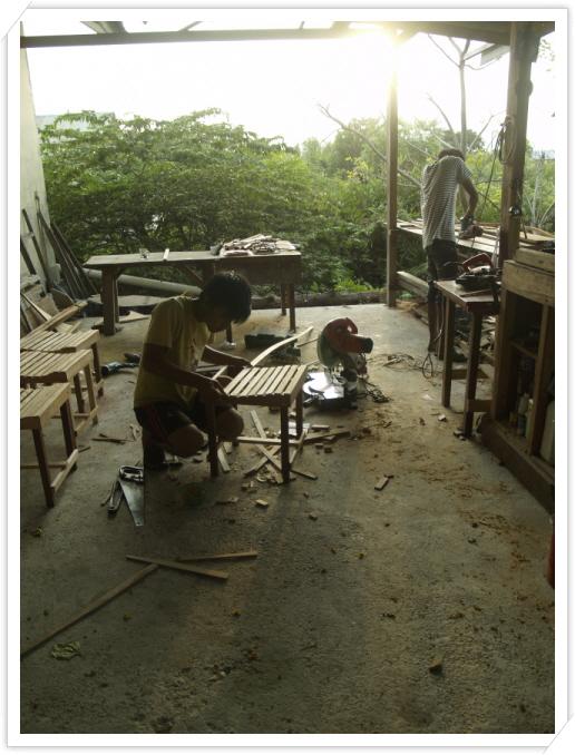 웹진1-2월호아만 카페 의자.JPG