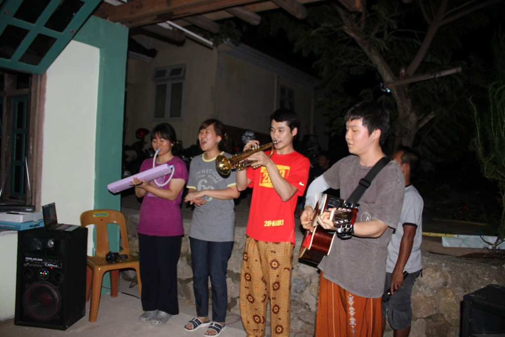 3-1._Performance_of_Korean_friends_at_Ikhlas_Cafe.jpg