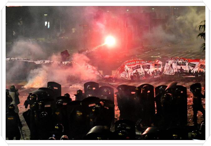 꾸미기_인도네시아 시위 사진.jpg
