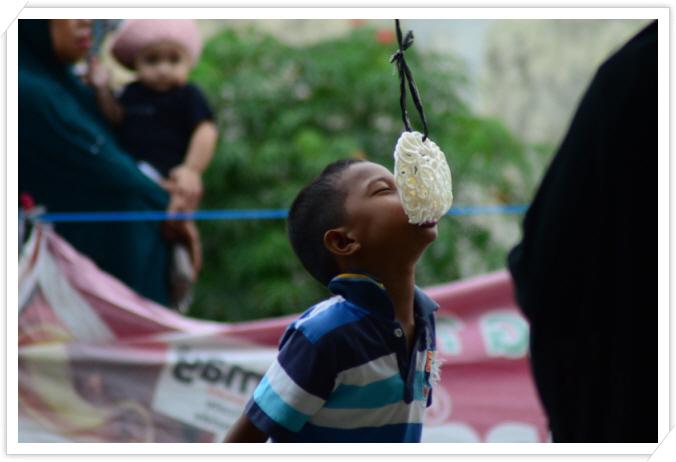 _makan kerupuk, ulang tahun Indonesia 71 tahun.jpg