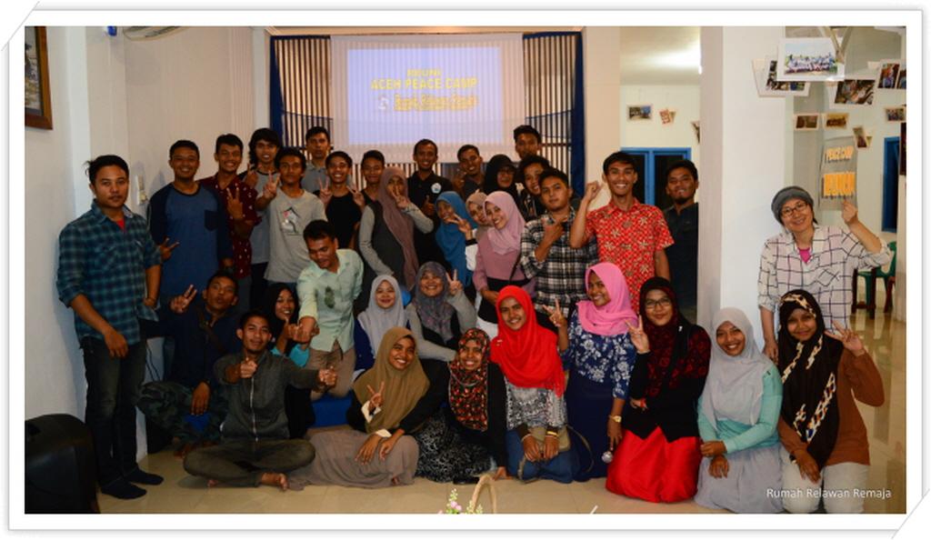 _foto bersama reuni aceh peace camp.jpg