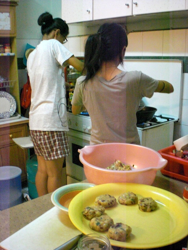 0220.Tayu is cooking Indonesian Korokke.jpg