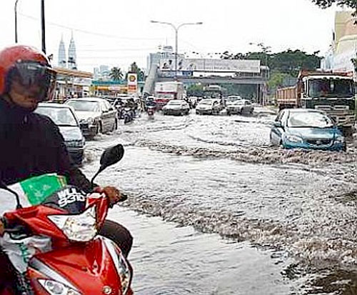 3.Ampang-flood-by-heavy-rai.jpg