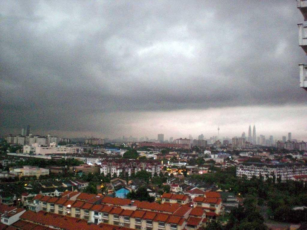 1.Dark sky and rain storm upon KL.jpg
